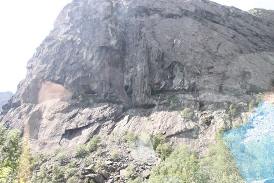 Oppe i fjellet der går veien!